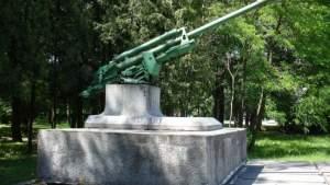 После 23 февраля в Екабпилсе c советского воинского мемориала украли пушку