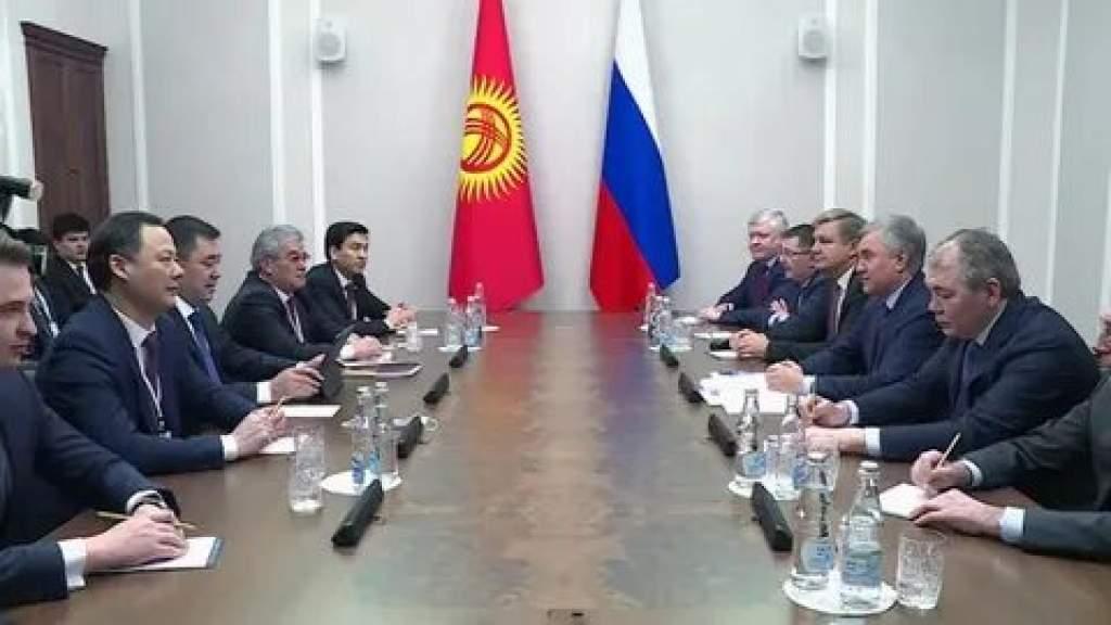 В Киргизии откроют 44 школы-интерната с русским языком обучения
