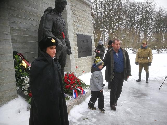 23 февраля: День защитника Отечества на гарнизонном кладбище в Таллине