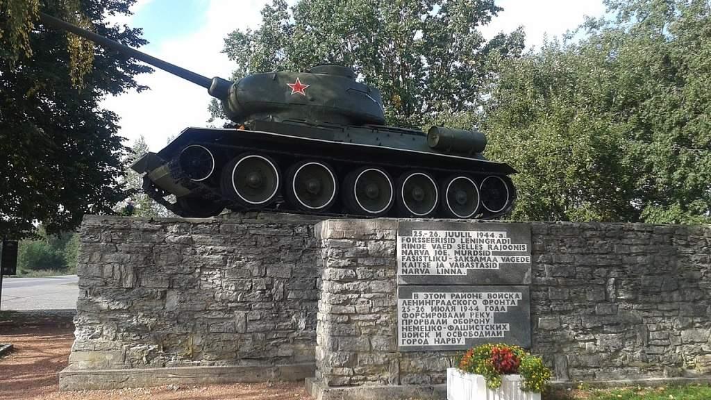 Посольство РФ призвало привлечь к ответственности вандалов, осквернивших монумент в Нарве