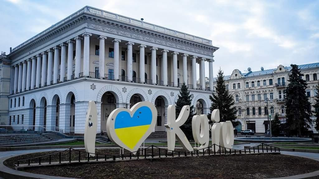 Украинского президента попросили обеспечить доступность образование на языках нацменьшинств