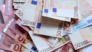 Некоторым в Латвии платят пенсии по 4 тыс евро и больше. Кто эти люди?