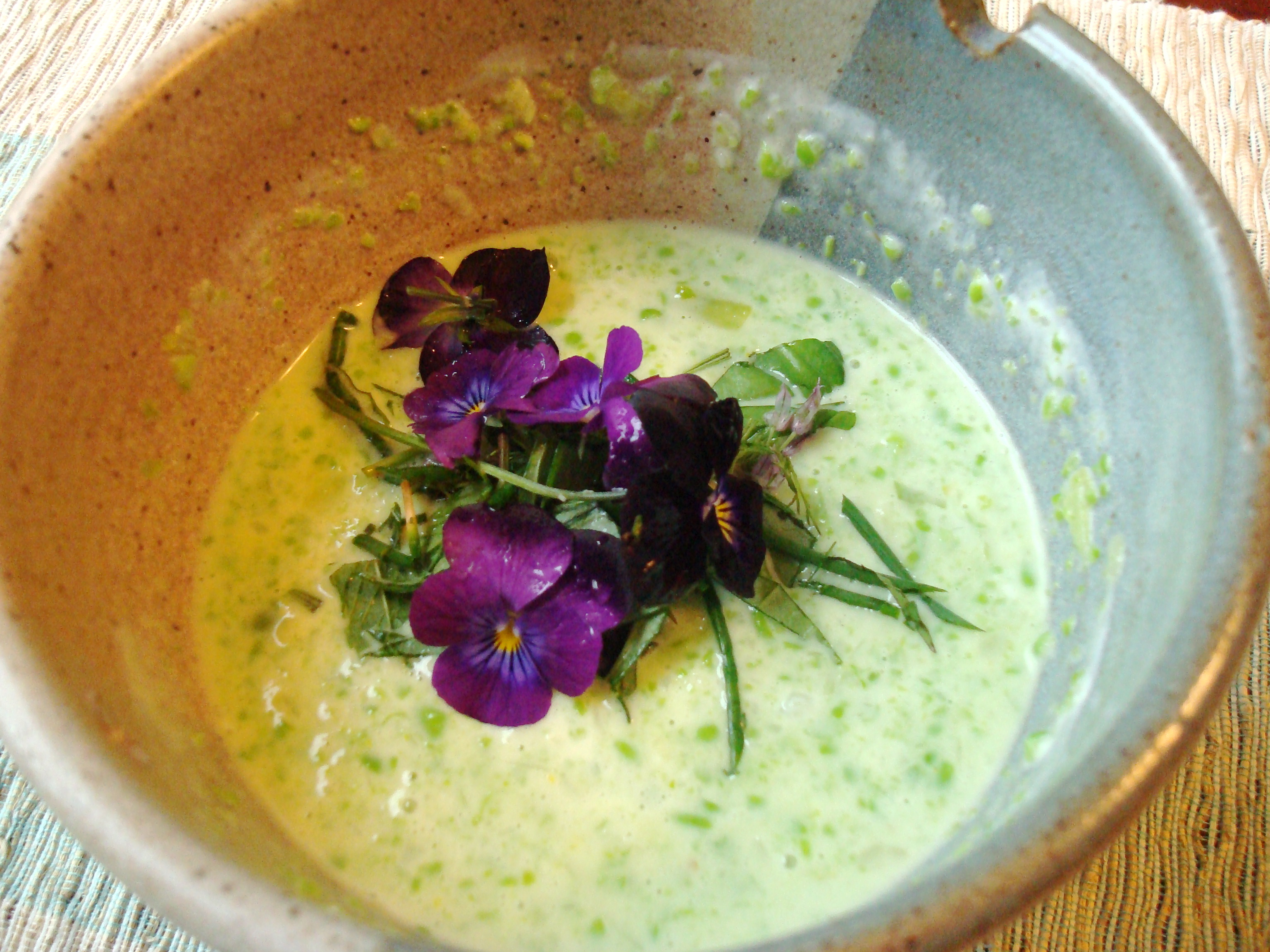 Chilled fresh pea soup