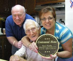 John Pente with daughter Margaret Schwartz and son-in-law Al Schwartz. Photo by Lisa Doyle.