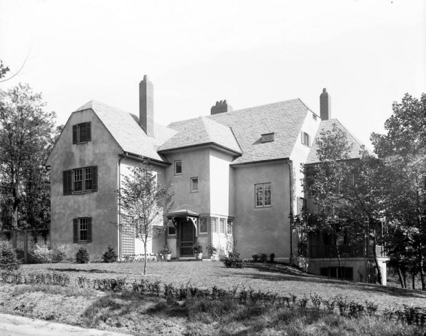 Guilford residence on Whitehead designed by Laurence Hall Fowler. Courtesy UMBC Albin O. Kuhn Library Digital Collections, Hughes Company Glass Negatives Collection, P75-54-N1038g.