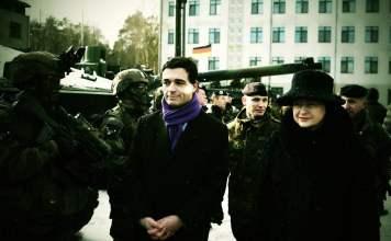 Litauische Präsidentin Dalia Grybauskaitė bei der Feier der einjährigen Stationierung der tausend Mann starken Kampfgruppe Nato Enhanced Foward Presence (eFP) in Litauen. Bild: Press Service of the President of Lithuania