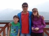Isak og Kaisa med guiden vår Xuan