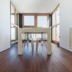 houten parket vloer in kantoor