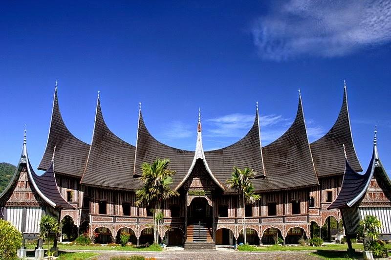 Rumah Adat Sumatera Barat : Struktur, Filosofi, Fungsi dan ...
