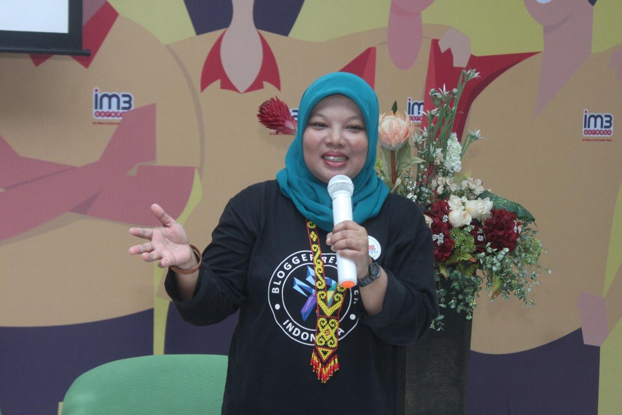 Teh Ani Berta yang memberikan kiat-kiat sukses untuk menjadi seorang blogprenuer dan bagaimana mendapatkan penghasilan dari aktivitas blogging.