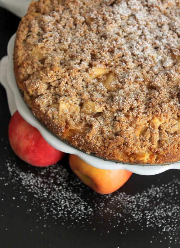 Apfelkuchen mit Streuseln und Schmand