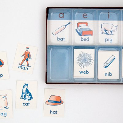 Vintage vowel teaching cards in box