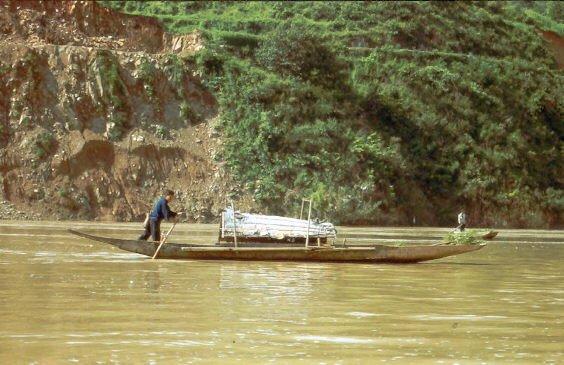 93 Fluss Boot