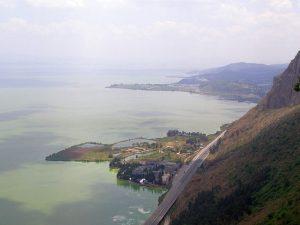 Der steile Abhang zum See - Kunming 2011