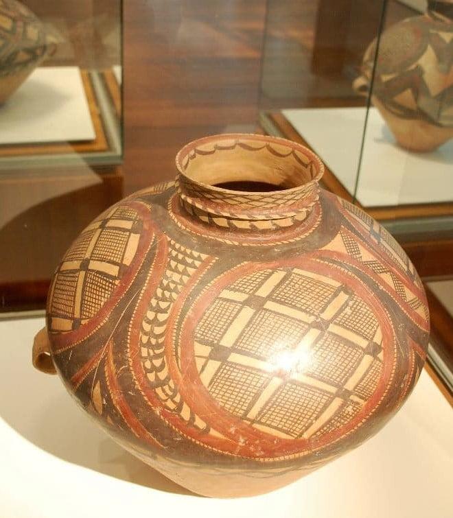 Die prehistorische Yangshao Kultur brachte diese wunderbaren schwarzrot bemalten Gefässe hervor