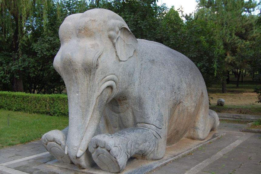 Elefant am Seelenweg in Peking