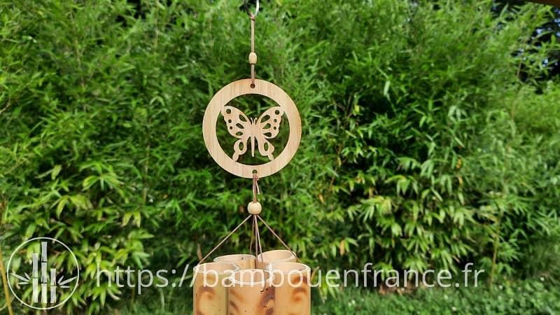 Carillon en bambou avec papillon
