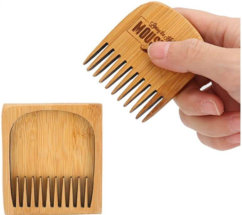 peigne bambou moustache