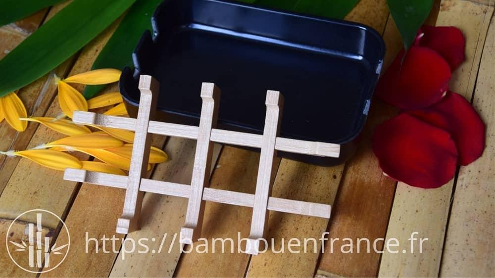 Le support en bambou est amovible