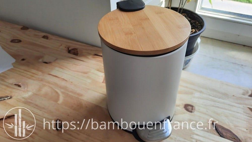 Poubelle avec couvercle en bambou