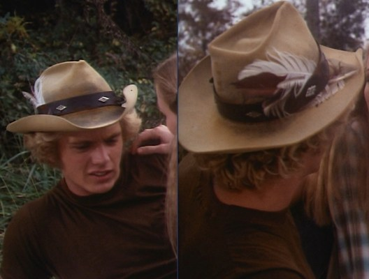 "Bo wears his datin' hat in ""One-Armed Bandits"" (Episode 1.01)."