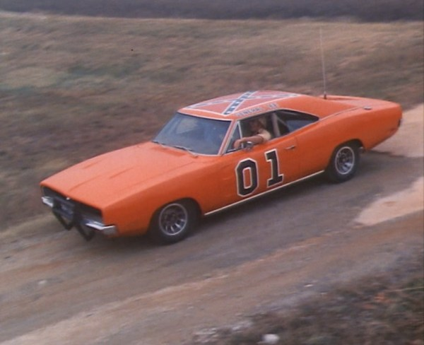 "Bo maneuvers the General into the Hazzard County junkyard in ""One-Armed Bandits"" (Episode 1.01)."