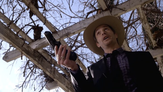 """Raylan whips out his Glock in """"Fixer"""" (Episode 1.03)."""