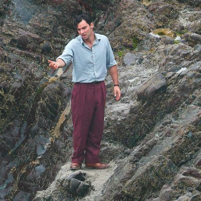 A behind-the-scenes shot of Aidan Turner filming the denouement shows how far his trouser line would fall, thus making both the shirt and pants look baggier and more unflattering to his athletic physique. Of course, given the stress of the life-and-death situation, Lombard may have been worried about a good deal more than his trouser waistline.