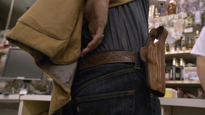 "Raylan is even forced to surrender his backup weapon at the hands of the fugitive criminals in ""Riverbook"" (episode 1.02), giving viewers a good look at his belt and holster as well as the distinctive red tag of his Levi's jeans."