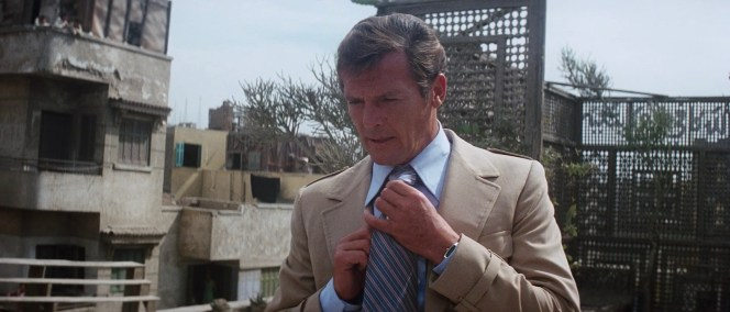 Bond's digital Seiko watch can be peeped under his left sleeve after Sandor meets his untimely demise.