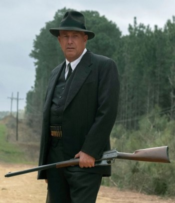 Kevin Costner as Frank Hamer with a Remington Model 8 rifle in The Highwaymen (2019)