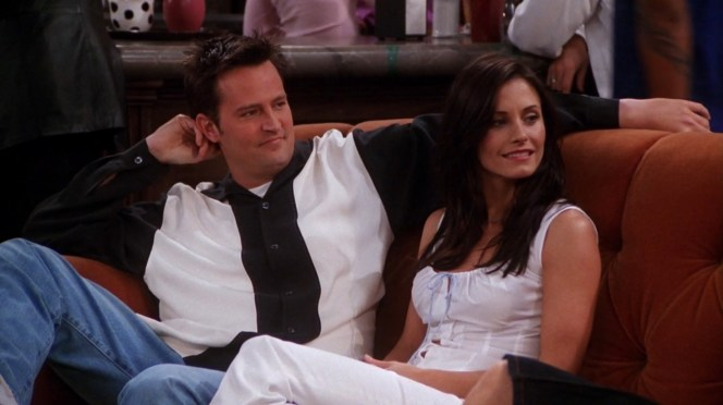Matthew Perry and Courteney Cox on Friends