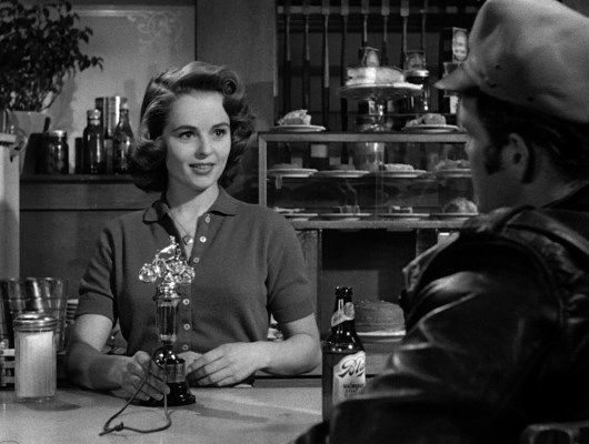 Johnny offers his stolen gold trophy to Kathie, making one hell of a tip when all she served him was a bottle of beer. That just shows you how much people really liked drinking Blatz in the '50s, I guess.
