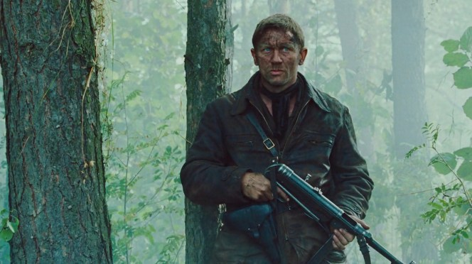 Daniel Craig correctly keeps his finger off the trigger and grips the MP40 by its handguard rather than by the magazine itself, often incorrectly depicted as a foregrip when, in fact, gripping the MP40's magazine while firing would frequently cause feeding malfunctions.