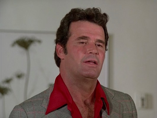 """Rockford finds red to be a suitable shirt for his Glenurquhart check jacket in """"The Farnsworth Strategem"""" (Episode 2.02)."""