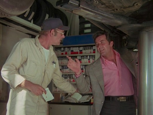 "Rockford puts his own Firebird up on Vern's (Warren J. Kemmerling) hydraulic lift in ""Pastoria Prime Pick"" (Episode 2.11)."
