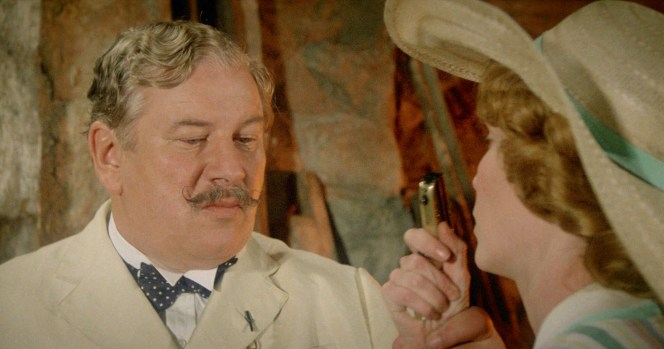 Peter Ustinov and Mia Farrow in Death on the Nile (1978)