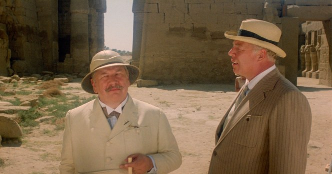 Peter Ustinov and George Kennedy in Death on the Nile (1978)