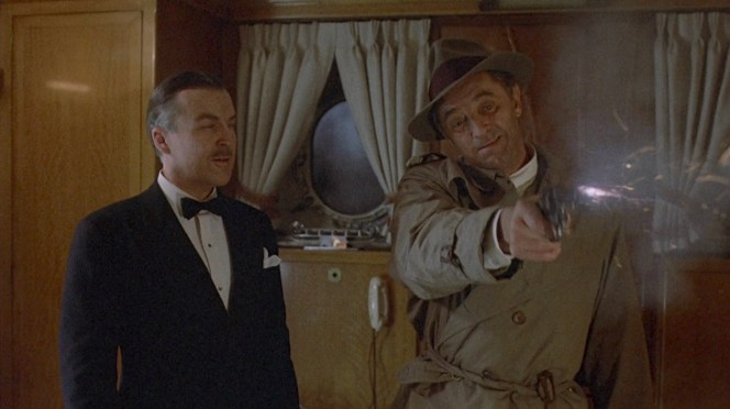 Anthony Zerbe and Robert Mitchum in Farewell, My Lovely