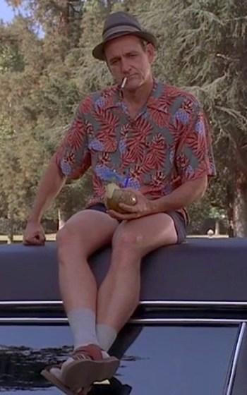 Richard Jenkins as Nathaniel Fisher Sr. in the Six Feet Under pilot episode