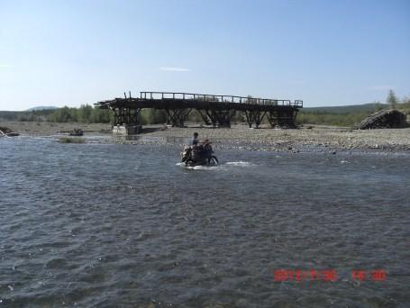 Kev crossing the Kyubyume River.