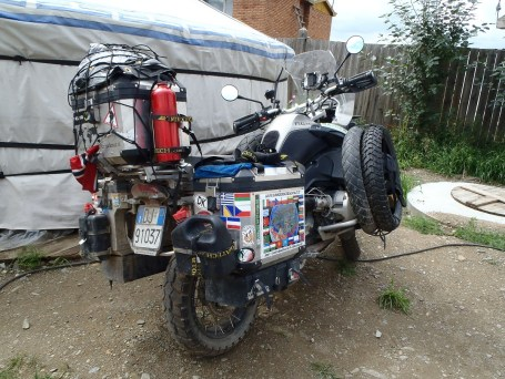 A couple from Norway and Italy were stuck in the Oasis guest house Ulan Bator for 10 days due to the rear shock breaking!
