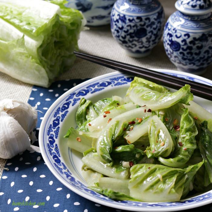 Stir-Fried-Romaine-Lettuce / http://bamskitchen.com