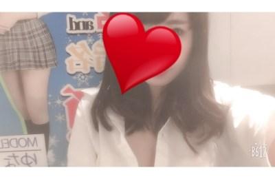 新橋いちゃキャバ・JK制服キャバクラ【ハイスクールbanana】 めい 12/29胸元はだけ