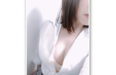 新橋いちゃキャバ・JK制服キャバクラ【ハイスクールbanana】 ありさ 1/25胸元はだけ
