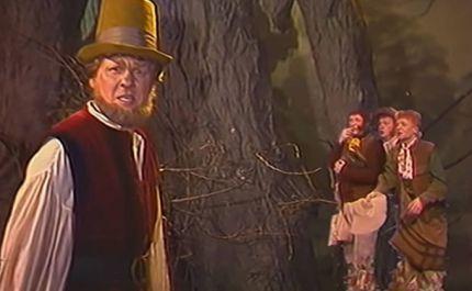 Escena de Tom Bombadil y los Hobbits en la película Khraniteli.