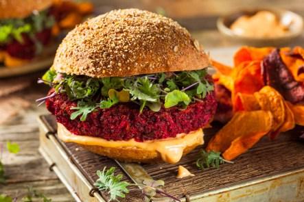 Vegetarischer Rote-Bete-Quinoa-Burger