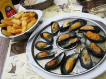 Moules à l'escargot and some good ol' French (Belgian?) fries.