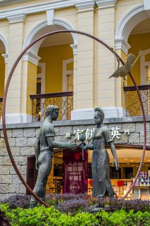 Statues symbolizing friendship between China and Portugal