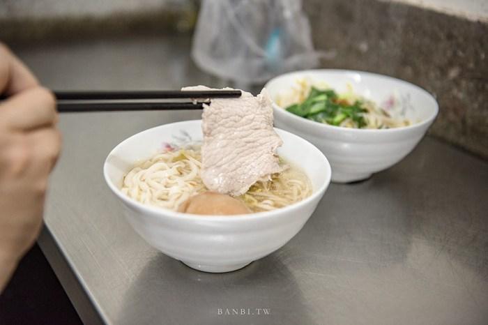 台北小吃:阿田麵 赤峰街在地老店美食 古早味大片赤肉滷蛋麵,老闆請來全套!